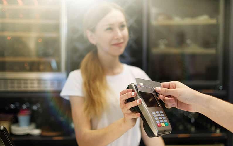 Kontaktlos bezahlen – praktisch und gefährlich
