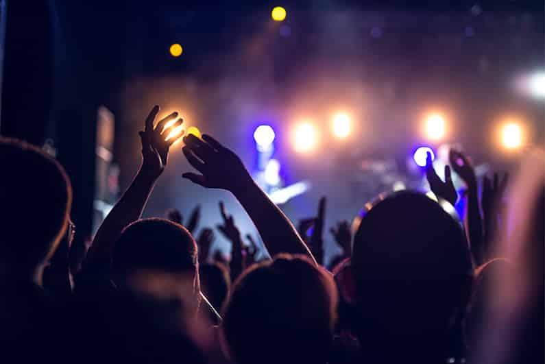 Bargeldlos zum Festival – sorglos feiern dank RFID-Chip?