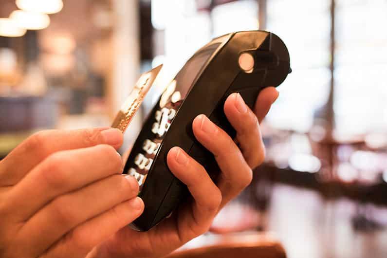 Kontaktlos zahlen – eine Gefahr für alle Kreditkarten?